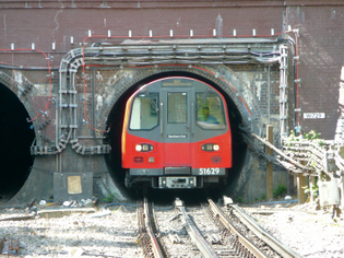 why_london_underground_is_nicknamed_the_tube.jpg