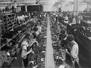 1925_philadelphia_atwater_kent_radio_set_assembly.jpg