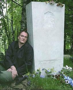 Quentin Tarantino at the grave of Boris Pasternak, Moscow, 2004