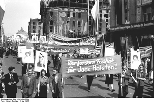 1952 – May Day demo at Marx-Engels-Platz in East Berlin
