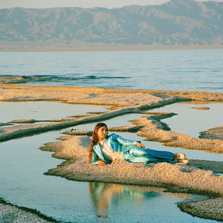 Weyes Blood – Front Row Seat to Earth