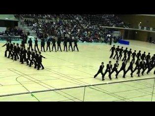 Synchronisation japonaise : marche parfaite au pas
