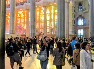 tourist-crowds-barcelona-1200x892.jpg