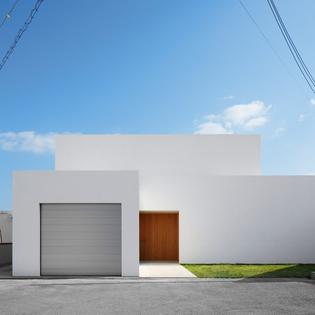 okinawa-house-john-pawson-holiday-home-japan-architecture_dezeen_sq_0.jpg