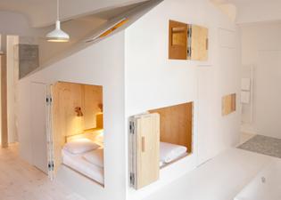 the-garden-house-michelberger-hotel-sigurd-larsen-room-304-house-of-doors-berlin-germany_dezeen_1568_2.jpg