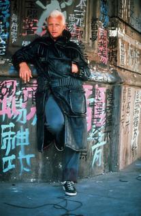 blade-runner-1982-010-rutger-hauer-against-graffiti-wall.jpg