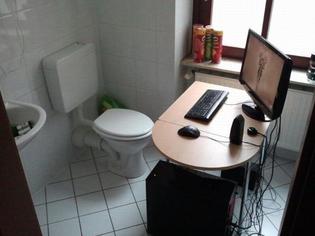 toilet-gaming-setup.jpg