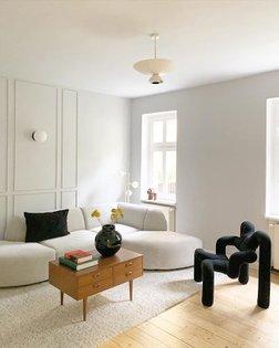 Wie ich unser neues Apartment liebe! Hier ist die neue Couch von @hkliving eingezogen und kann ab jetzt mit Termin probegese...