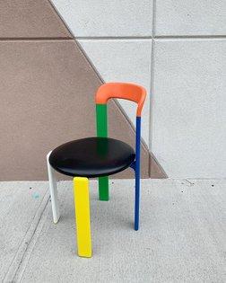 Bruno Rey chair 🌈 only one available. 〰〰〰 #brunorey #stendig #reychair #rainbow #funchair #homeunion #brooklyn #nyc #william...