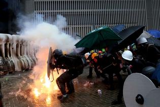 2019083-demonstrators.jpg
