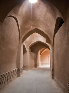 yazd-iran-j-one-of-the-many-alleys-in-the-old-city.jpg