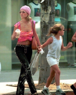Britney as Goldie and her kid