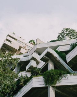 Espai Verd appears as a haphazard structure with an abundance of flora in the Valencia skyline, straying from conventional a...