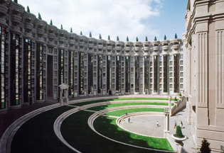 les_espaces_abraxas_marne_la_valle_paris_france_ricardo_bofill_taller_arquitectura_01-1.jpg