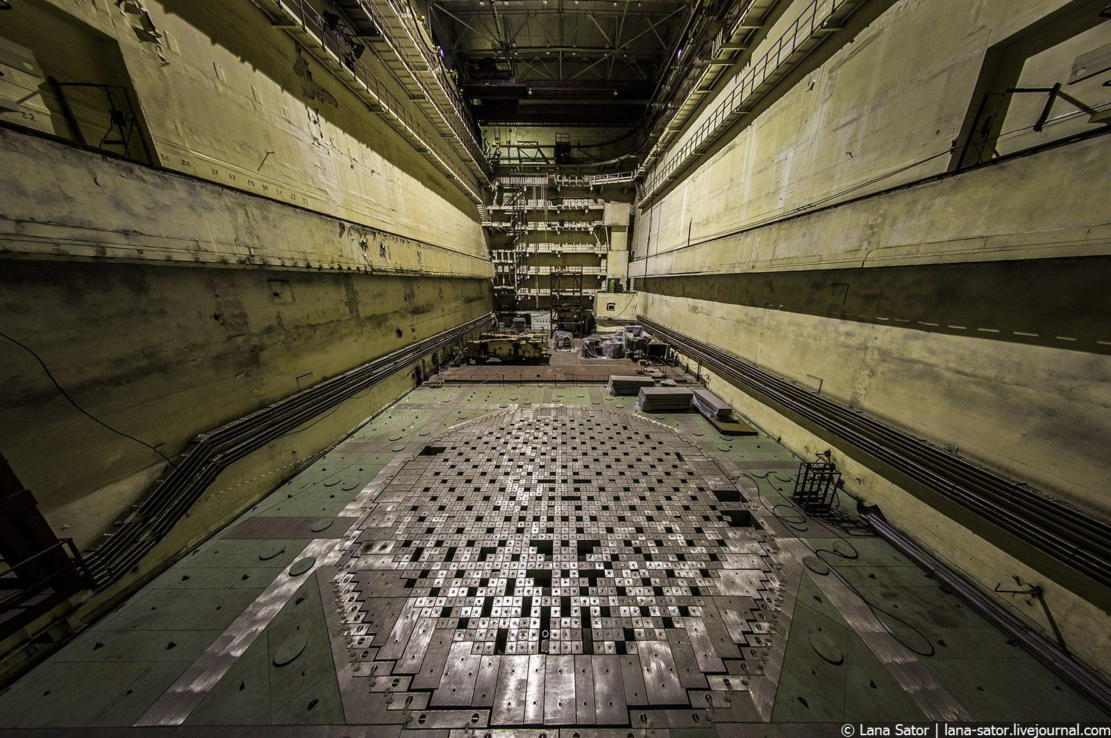 abandoned-nuclear-power-plant-kursk-russia-30.jpg