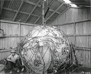 The-Gadget-the-first-atomic-bomb-1945.jpg