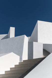 hotel-in-santorini-kapsimalis-architects-architecture-hotels-greece_dezeen_2364_col_14-852x1279.jpg