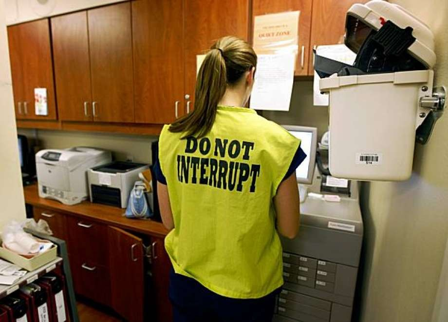 """""""Do Not Interrupt"""" Medication Rounds Vest"""