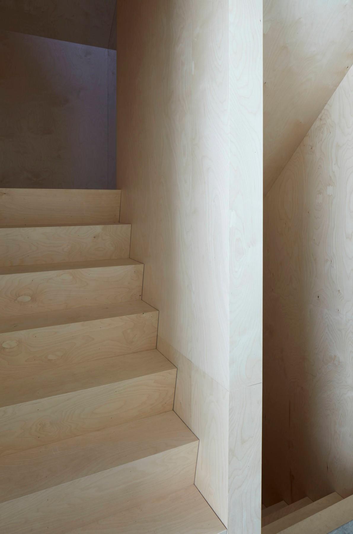 hatley-house-steep-stair-quebec-pelletier-de-fontenay-and-francois-abbott-13-1466x2215.jpg