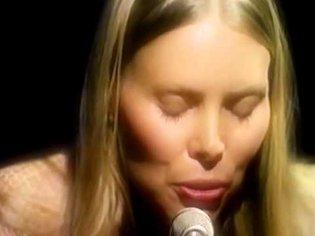 Joni Mitchell - Woodstock (Live In-Studio 1970)