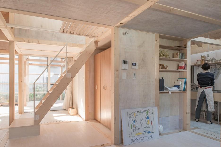 house-in-skinkawa_yoshichika-takagi_sapporo_japan_greenhouse_polycarbonate_dezeen_936_2.jpg