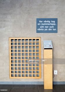 queue system ticket dispenser