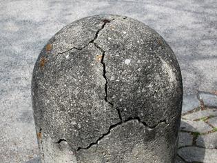 1200px-mechanical_weathering_of_a_cement_bollard_-_20110501.jpg