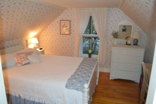 the-doll-house-plymouth-1st-bedroom1-via-smallhousebliss.jpg?w=960