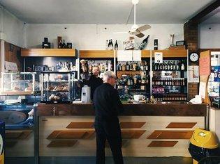 :39: Dei due bar del paese, quello sulla stradina secondaria prima di un ponte bailey, rimasto fermo agli anni '60. :Provinc...