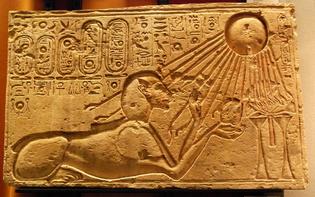 Akhenaten_as_a_Sphinx_-Kestner_Museum-.jpg