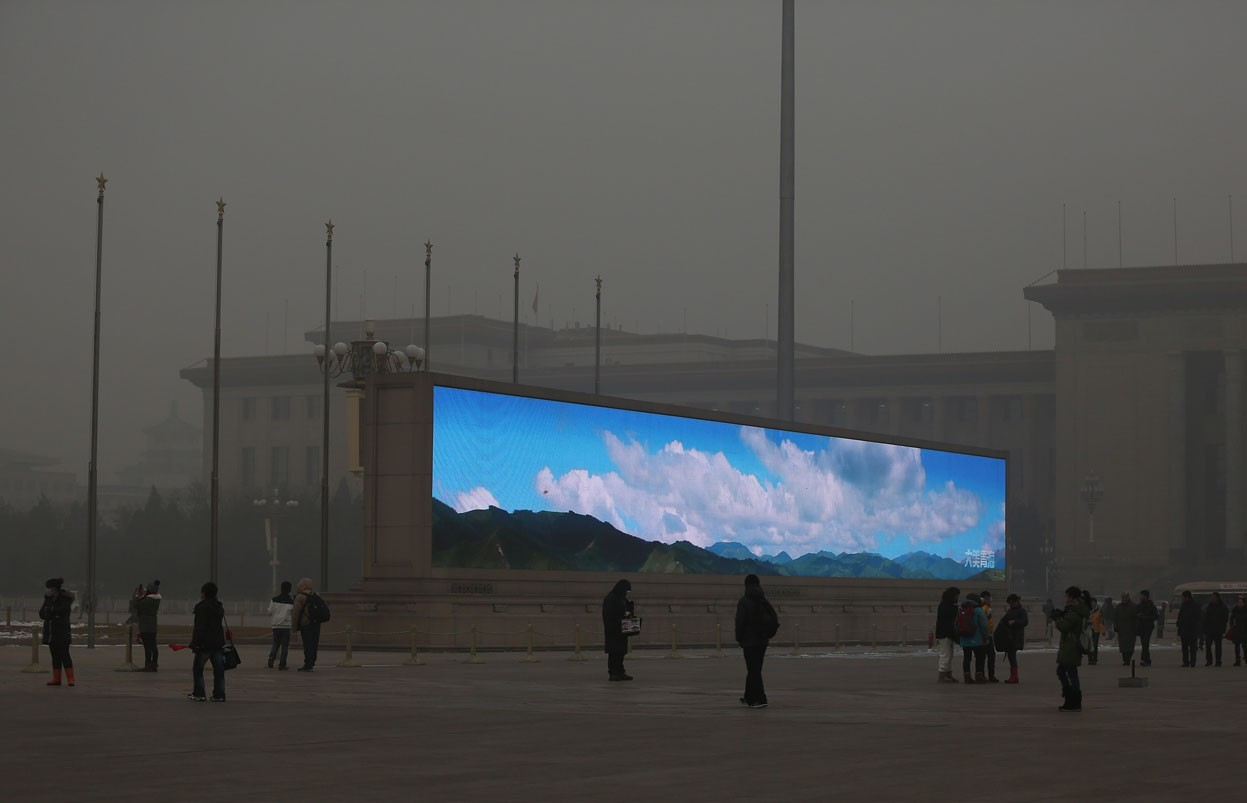 In the face of excessive pollution, in China the blue sky is just an image on a screen