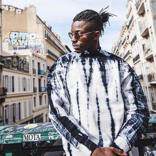 DAILY PAPER 🗞 Black Shibori Hershi Sweater AVAILABLE ONLINE ↓ www.slash-store.com . . . #slashstore #dailypaper #streetwear ...