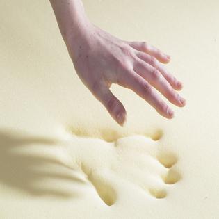 memory_foam_hand_6.jpg