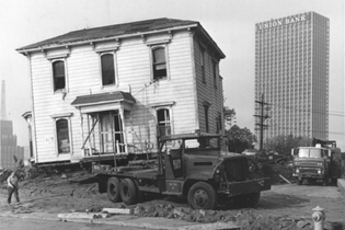 moving_house_from_bunker_hill-herald-examiner-los-angeles-public-library-photo-collection-1068x713.jpg