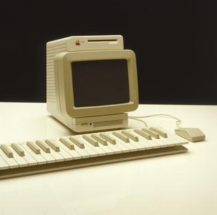macintosh-19821983-ziel-ein-freundliches-und-typisches-computer-design-1.jpg