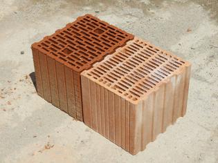 Porotherm_style_clay_block_bricks_angle.jpeg