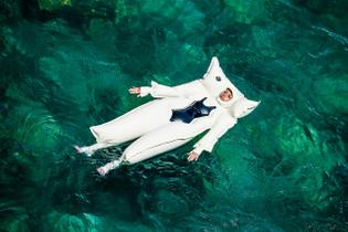 spanish-artist-siigii-designs-inflatable-lilo-suit-005.jpg?q=90-w=1400-cbr=1-fit=max