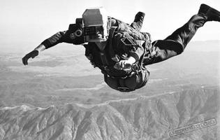 bob-sinclair-skydiver-jump-with-a-helmet-camera-1961.jpg