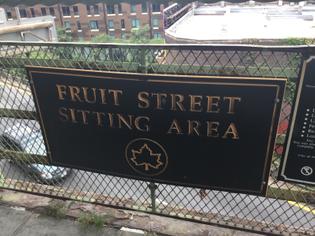 Fruit Street Sitting Area in Brooklyn Heights