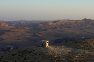 landroom-observatory-ben-gitai-negev-desert-israel_dezeen_2364_col_7.jpg