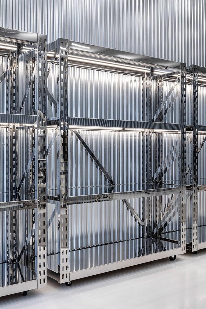 off-white-x-amo-miami-flagship-interior-retail-design-7.jpg