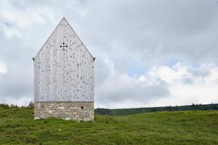 5efb38d98e31293ef5d1e4df_thisispaper-mountain-chapel-vordere-niedere-andelsbuch-cukrowicz-nachbaur-architekten-4.jpg