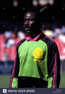 naples-italy-23rd-june-1990-thomas-nkono-cmr-footballsoccer-1990-fifa-gfmtj5.jpg