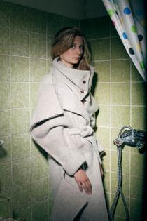 Simone Austen, Cartboard Coat