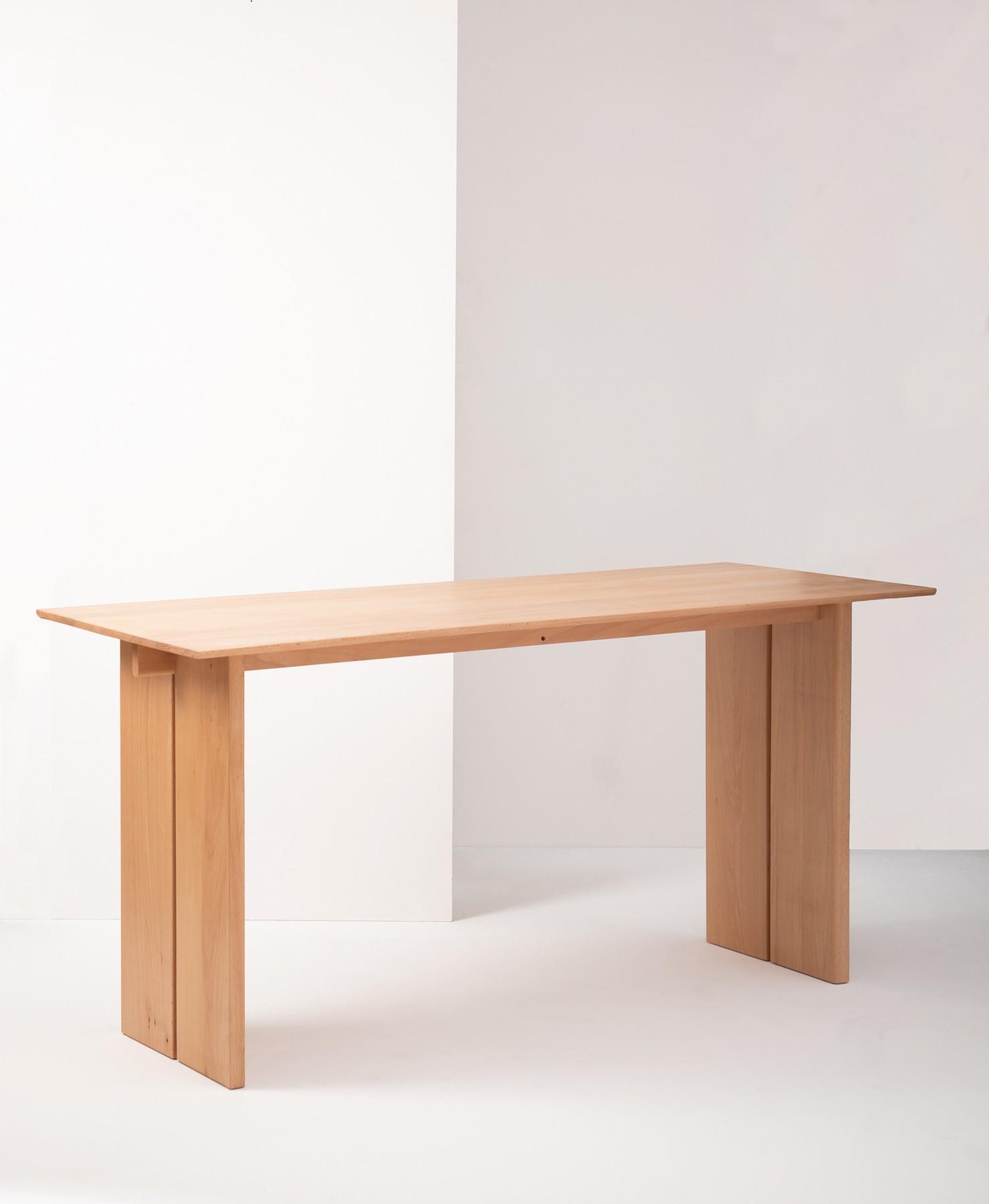 < u > work table