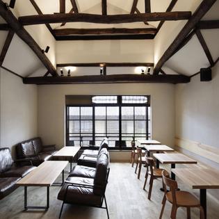 dandelion-chocolate-kyoto-cafe-interiors-fumihiko-sano-studio_dezeen_sq3.jpg