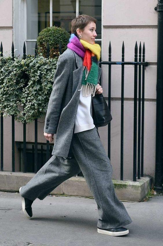 minimal-look-eccentric-scarf.jpg
