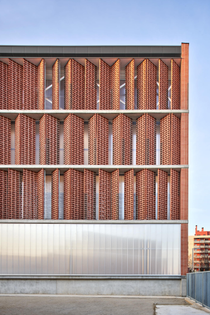 Camp del Ferro Sports Centre, Barcelona (designed by AIA, Barceló-Balanzó, and Gustau Gili Galfetti, 2020)