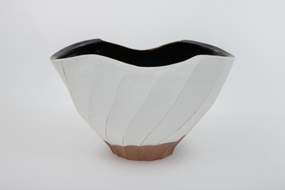 nonaka-hill-hosai-matsubayashi-xvi-kohiki-and-black-glaze-vase-2020.jpg