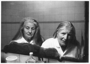 Hervé Guibert, à ses grandes tantes Suzanne et Louise